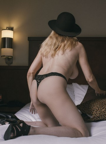 Bradenton Escort Kaylie Adult Entertainer in United States, Female Adult Service Provider, Escort and Companion.