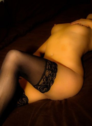 Phoenix Escort AutumnBlaze Adult Entertainer in United States, Female Adult Service Provider, Escort and Companion.