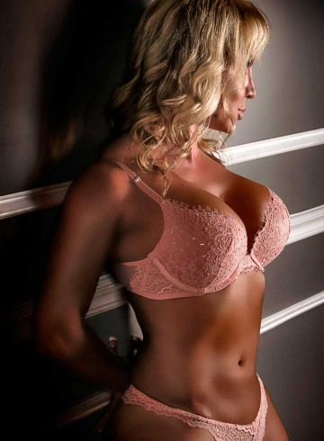 Myrtle Beach, South Carolina Escort Brittany  Dancer Adult Entertainer in United States, Female Adult Service Provider, Escort and Companion.