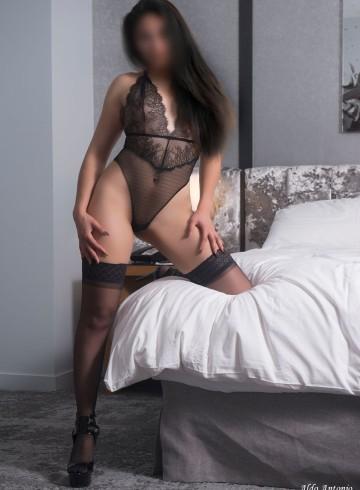 Chicago Escort Carmen  Vasquez Adult Entertainer in United States, Female Adult Service Provider, Escort and Companion.