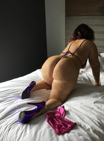 Asheville Escort CAROLINA  mom Adult Entertainer in United States, Female Adult Service Provider, Escort and Companion.