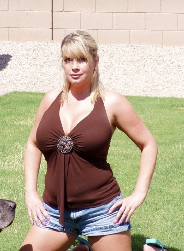 Phoenix Escort DonnaNextDoor Adult Entertainer in United States, Female Adult Service Provider, American Escort and Companion.