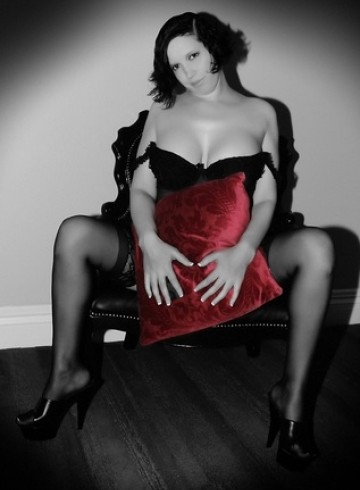 Seattle Escort JanieCaress Adult Entertainer in United States, Female Adult Service Provider, Escort and Companion.