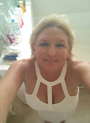 Las Vegas Escort Mature  Blonde Adult Entertainer in United States, Female Adult Service Provider, American Escort and Companion.