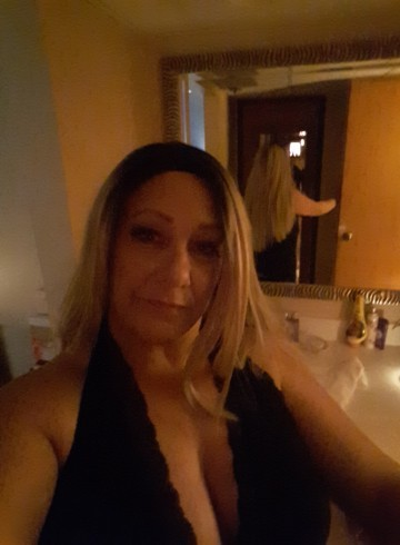 Fremont Escort RavenRoyce Adult Entertainer in United States, Female Adult Service Provider, Escort and Companion.
