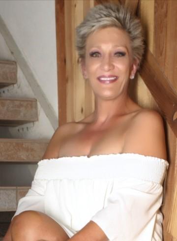 Las Vegas Escort RoxanneLaneLV Adult Entertainer in United States, Female Adult Service Provider, Norwegian Escort and Companion.