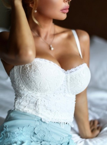 Orlando Escort Sexual-Perfection Adult Entertainer in United States, Female Adult Service Provider, Escort and Companion.